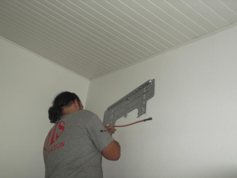 Installateur climatisation s jour avec split mural hitachi for Installer la climatisation dans une maison